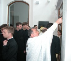 (photo 15) consecration